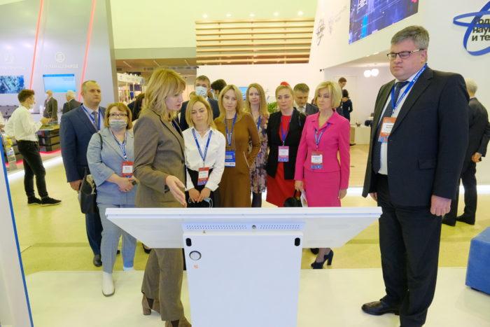 ОБХОД выставочной экспозиции региональными имуниципальными заказчиками, руководителями региональных уполномоченных органов всфере закупок