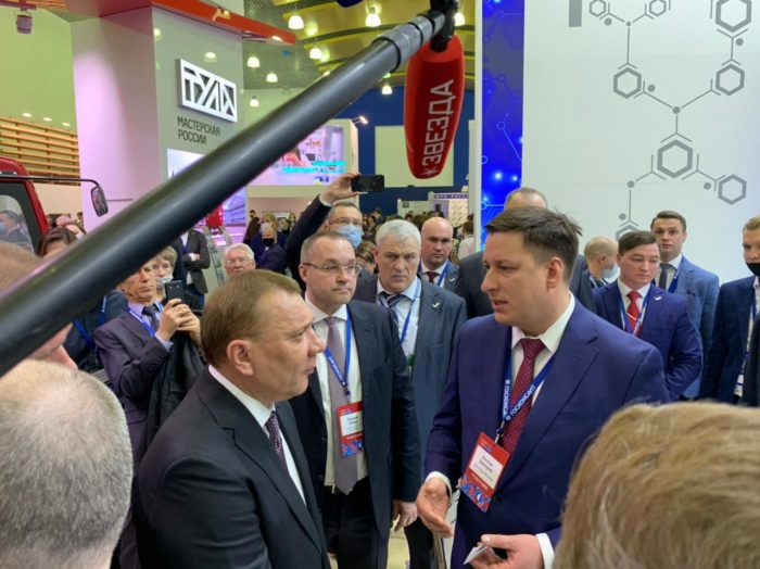 Юрий Борисов посетил стенд компании «Рош» вдень открытия Форума-выставки «Госзаказ»